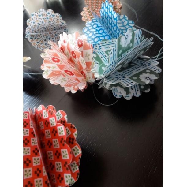 4 Paper Balls for Decoration Les Colocataires