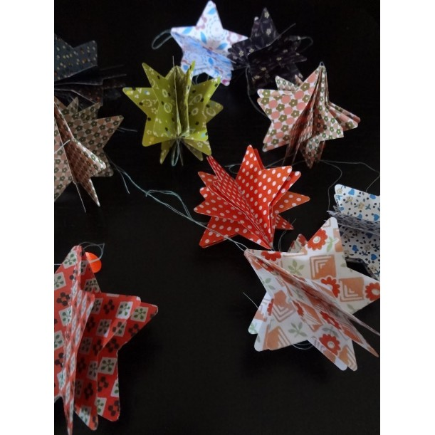 4 Paper Stars for Decoration Les Colocataires